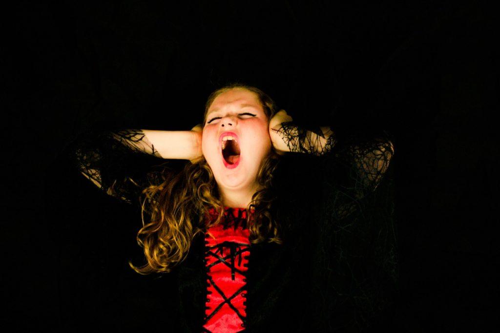 scream-girl